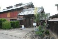 発掘調査が進められている田島弥平旧宅の表門