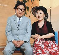 (右から)加藤登紀子さん、秋元康さん