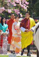 Bhutan's King Jigme Khesar Namgyel Wangchuck, right, and Japan's Princess Mako are seen at the Flower Exhibition in the Bhutan capital of Thimphu, on June 4, 2017. (Pool photo)