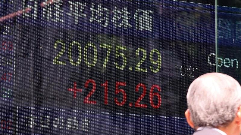 日経平均株価が1年半ぶりに2万円台を回復(6月2日午前)=幾島健太郎撮影