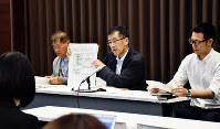 記者会見で報告書の内容などについて説明する住民側弁護団の島田広・弁護団長=金沢市で、日向梓撮影