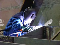 ポーランドの造船所で技師として働く北朝鮮労働者=2006年11月