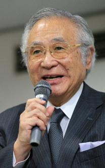 創立者で渋谷教育学園理事長の田村哲夫校長