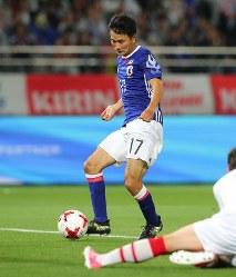 【日本―シリア】後半、長友の左クロスに合わせ、今野がゴールを決める=東京・味の素スタジアムで2017年6月7日、長谷川直亮撮影