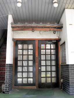 カンボジア人女性らが売春をさせられていた建物=群馬県渋川市伊香保町伊香保で