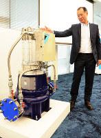 ダイキンが開発したマイクロ水力発電の設備 =大阪府摂津市で2017年6月7日、釣田祐喜撮影