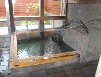 家族風呂は手すりや段差が備えられ、ゆったりと湯につかれる(要予約)。1時間1030円(障害者720円)