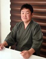 NPO法人「轍」理事長の吉崎恵三郎さん=徳島市八万町で、大坂和也撮影