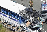 The severely damaged bus is seen after the accident in Shinshiro, Aichi Prefecture, in this photo taken from a Mainichi helicopter on June 10, 2017. (Mainichi)