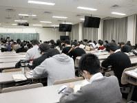 一般入試の多様化で有名大学を中心に志願者数の多さが話題になるが……=今年2月に行われた立命館大の一般入試で