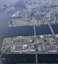 The Toyosu wholesale market complex, foreground, and the famed Tsukiji market, top center, are seen in this May 27, 2017 file photo. (Mainichi)