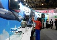 浄水技術や炭素繊維など日本企業の最先端の環境技術が並んだ=北京市内で2017年6月13日、赤間清広撮影