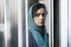 主演のタラネ・アリドゥスティ(C)MEMENTOFILMS PRODUCTION–ASGHAR FARHADI PRODUCTION–ARTE FRANCE CINEMA 2016