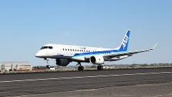 パリ航空ショーが開かれるル・ブルジェ空港に到着したMRJの試験3号機(三菱航空機提供)