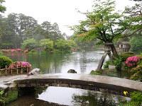 小説で暁子と竹宮が訪れた兼六園の霞ケ池=石川県金沢市で、林由紀子撮影