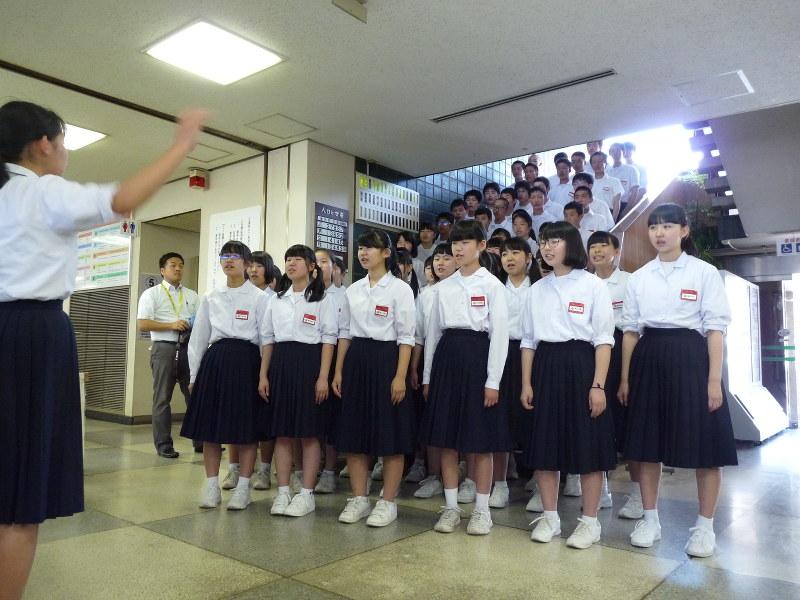 合唱:垂井・北中生徒60人、町役場で披露 「結」「ふるさと」に ...