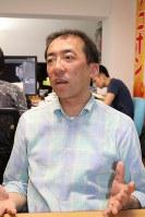 インタビューに応じるeスポーツコミュニケーションズの筧誠一郎代表