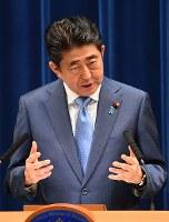 記者会見で発言する安倍晋三首相=首相官邸で2017年6月19日午後6時23分、川田雅浩撮影