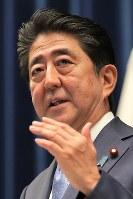 記者会見する安倍晋三首相=首相官邸で2017年6月19日午後6時8分、和田大典撮影