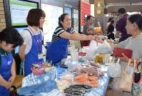 障害者の手作り品を集めた合同販売会