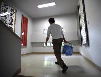 授業の合間は10分間。駆け足で片付け、準備し、移動する