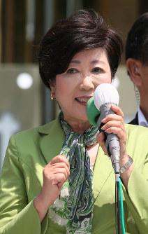街頭で有権者に支持を訴える都民ファーストの会の小池百合子代表=東京都渋谷区で2017年6月23日午前10時3分、佐々木順一撮影
