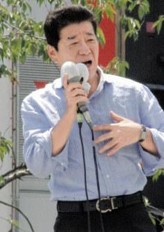 都議選の候補者の応援演説をする松井一郎・日本維新の会代表=JR蒲田駅前で2017年6月23日午前10時30分ごろ、大場弘行撮影