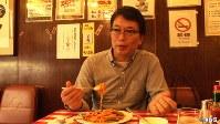 <プロフィル>植野広生(うえの・こうせい) 1962年生まれ、栃木県出身。法政大学法学部に入学。上京後すぐに、銀座のグランドキャバレー「モンテカルロ」で黒服のアルバイトを始める。その後、鰻屋や珈琲屋など多数の飲食店などでアルバイトを経験。卒業後は新聞記者や、経済誌の編集担当などを経て、2001年「dancyu」を発行するプレジデント社に入社、今年4月に編集長に就任。趣味は料理と音楽という54歳。