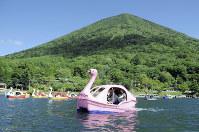 Pleasure boats are pictured on Lake Chuzenji in front of Mount Nantai, in Nikko, Tochigi Prefecture, in this Sept. 5, 2016 file photo. (Mainichi)