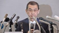 民事再生法の適用を申請し会見するタカタの高田重久会長兼社長(6月26日、西本勝撮影)