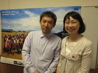 長有紀枝さん(右)と小野正嗣さん(左)=森忠彦撮影