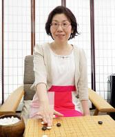 「最近は女性でも手が読める棋士が増えた。活躍できるよう応援したい」と話す榊原史子六段=大阪市中央区の関西棋院で、新土居仁昌撮影