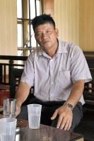 フオンの帰りを待ちわびる父ドアン・バン・タイン=ベトナム・ナムディン省で5月、西脇真一撮影