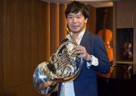 ホルン奏者の福川伸陽さん=東京都港区の西麻布Musicaで2017年5月10日、西田佐保子撮影