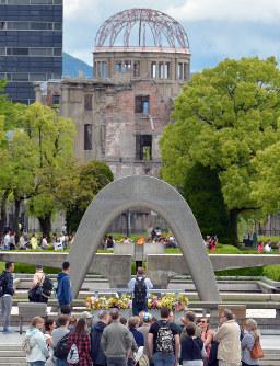 原爆慰霊碑南側から望む原爆ドーム