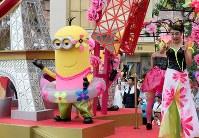 人気キャラクターのミニオン=大阪市此花区のユニバーサル・スタジオ・ジャパンで2017年6月29日午後1時37分、幾島健太郎撮影
