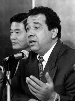 【オフト監督=1992~93年】ドーハの悲劇でW杯出場を逃し辞任を発表するハンス・オフト氏=1993年11月11日撮影