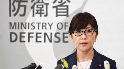 閣議後の記者会見で自身の発言について振り返る稲田朋美防衛相=2017年6月30日、中村藍撮影