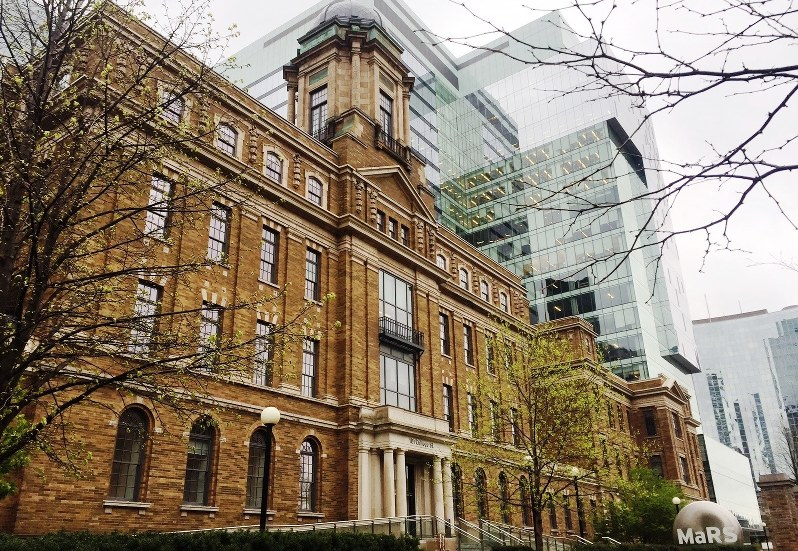 ベンチャー企業育成の中核を担う産官学連携組織「MaRS(マーズ)」=カナダ・トロントで2017年5月、清水憲司撮影