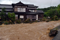 River water flows into a house in Asakura, Fukuoka Prefecture, at around 7:15 p.m. on July 5, 2017. (Mainichi)