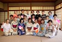会員の皆さん。最前列中央は横山敏子講師