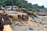 Houses destroyed by floodwaters from a nearby river are seen in Asakura, Fukuoka Prefecture, on July 6, 2017. (Mainichi)