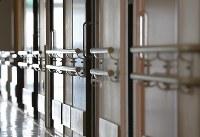 植松聖被告が進入した1階の様子。手すりに職員を縛り付けたという=相模原市緑区で2017年7月6日午前11時23分、宮武祐希撮影