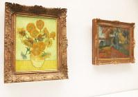 並んで展示される「ひまわり」(左)と「アリスカンの並木路、アルル」=東京都新宿区西新宿1の東郷青児記念 損保ジャパン日本興亜美術館で