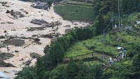 Local residents who have fled to high ground from areas affected by landslides are seen from a Mainichi Shimbun helicopter in Hita, Oita Prefecture, on July 6, 2017. (Mainichi)