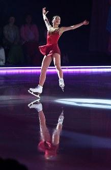 新しいフリーのプログラムを初めて披露する本田真凜=横浜市港北区の新横浜スケートセンターで2017年7月7日、手塚耕一郎撮影