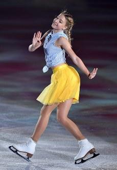 演技を披露するマリア・ソツコワ=横浜市港北区の新横浜スケートセンターで2017年7月7日、手塚耕一郎撮影