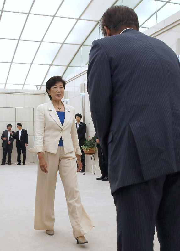 TBS:「小池知事への握手拒否」...