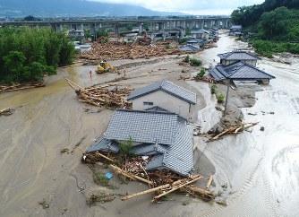 九州豪雨:小型無人機で撮影 見...
