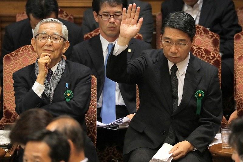 加計問題:前川氏と政権側、論戦...